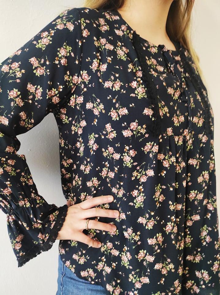 Μπλούζα floral με κρόσσι & δέσιμο ανθρακί 21421