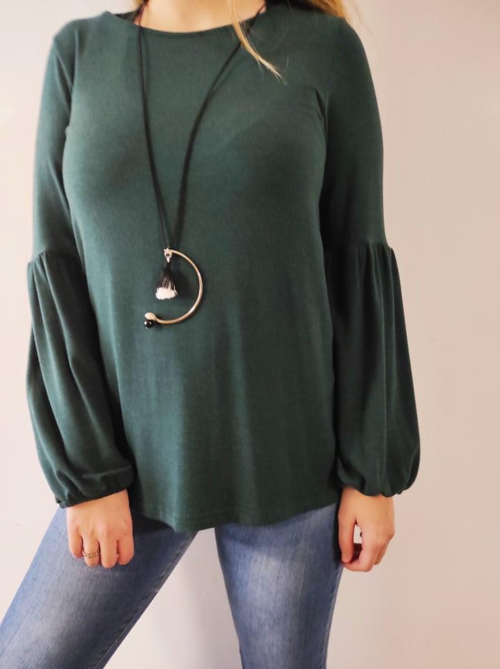 Μπλούζα πλεκτή λαιμόκοψη με σούρα στο μανίκι & κολιέ πράσσινη 21416-1