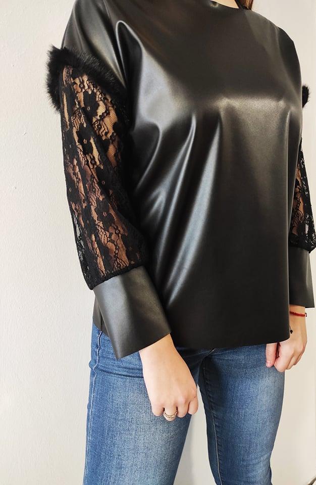 Mπλούζα δερματίνη με δαντέλα & γούνα στο μανίκι μαύρη 502251650