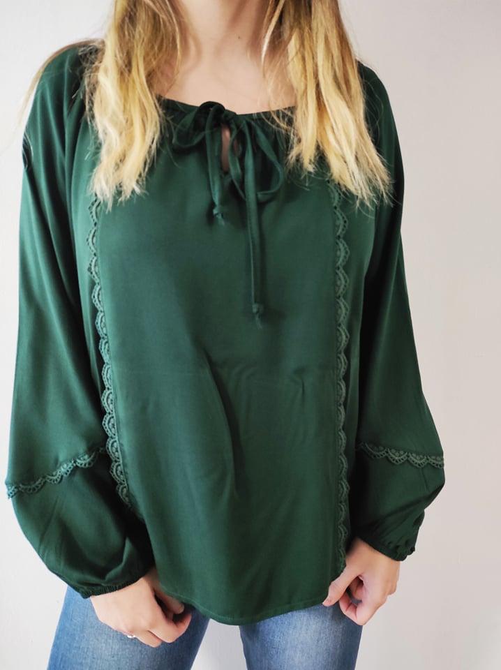 Μπλούζα boho με δαντέλα & δέσιμο στον λαιμό πράσσινη 21426-2